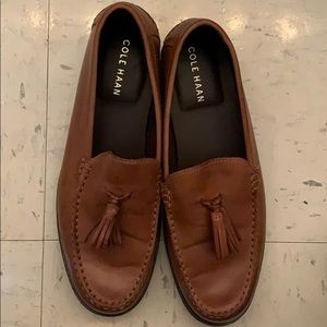 In new condition men's COLE HAAN loafers